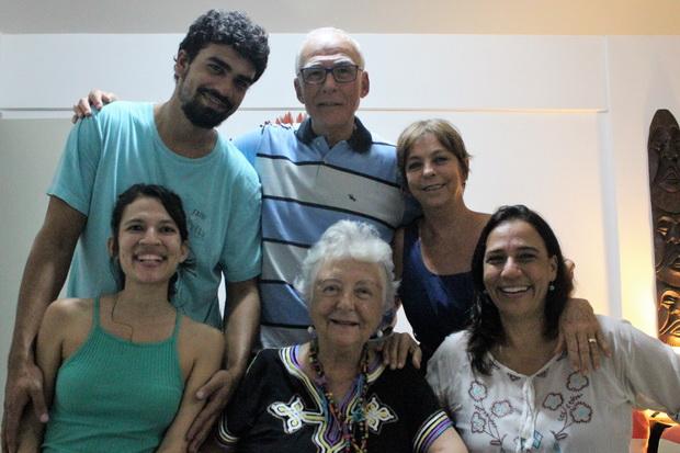 Nesta foto: Mateus, Djair Filho, Ana Maria, Lara, Myriam e Aninha. Recife, sexta-feira - 16/12/2016