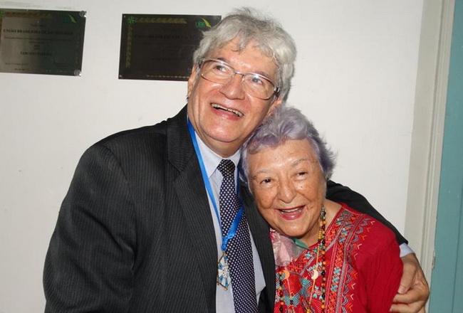 Myriam Brindeiro e Alexandre Santos. Presidente da UBE.