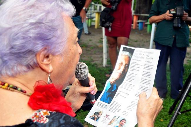 Myriam Brindeiro canta no Parque 13 de Maio. 75 anos do poeta Alberto da Cunha Melo. 8 de abril de 2017.
