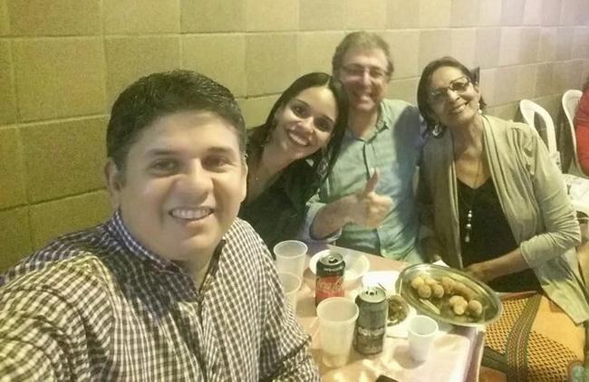 Raphaela e Lourdes Nicácio com amigos
