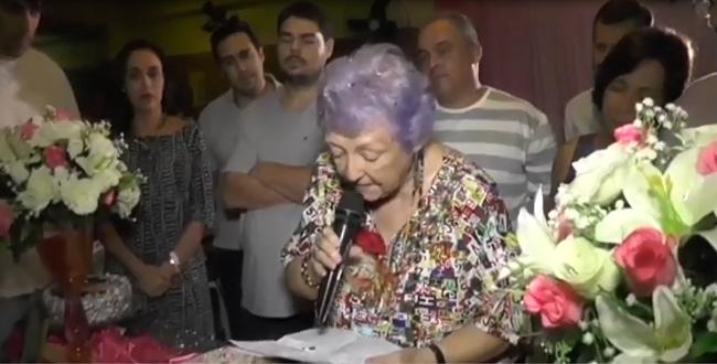 Myriam em seu momento de oração no aniversário. Recife, 26 de junho de 2017.