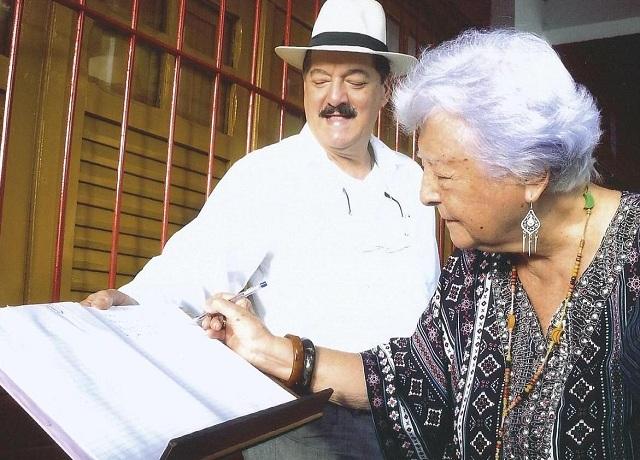 Recife, 17 de janeiro de 2018. Myriam registra sua presença no evento.