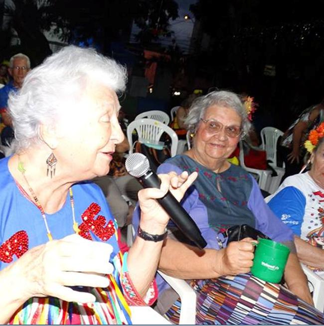 Myriam canta durante o lançamento