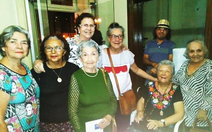 Myriam Brindeiro na foto (sentada) entre Janice Japiassu (à esquerda) e Maria de Lourdes Hortas (à direita)